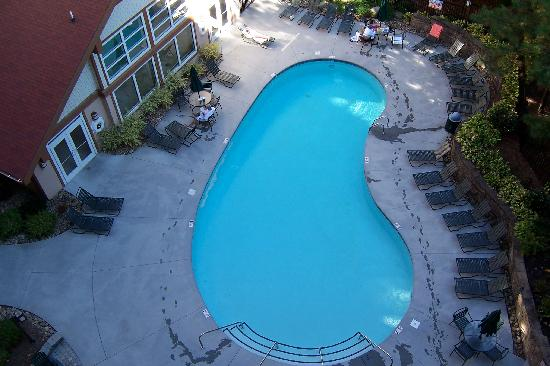 Holiday Inn Club Vacations Gatlinburg-Smoky Mountain: Outdoor pool/ hot tub on bottom right