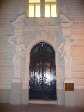 Pension Riedl: front door of building