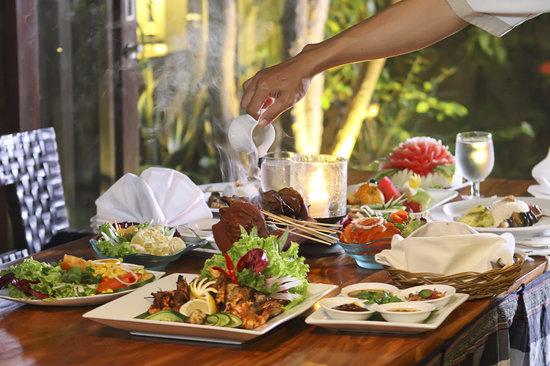 Le Jardin Villas, Seminyak: BBQ dinner