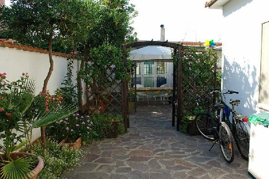 Acquamarina Bed & Breakfast : Picture of the outside of our room