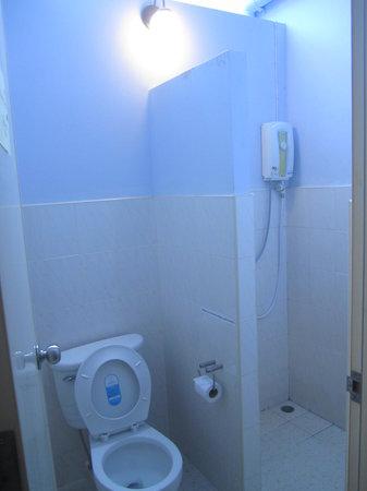 Phuket OldTown Hostel : bathroom
