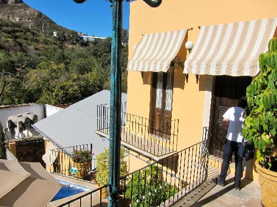 Quinta Las Acacias: Looking at the Guelaguetza