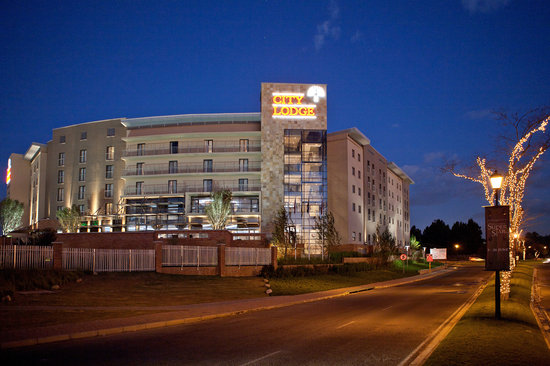 City Lodge Hotel Fourways: Front of hotel