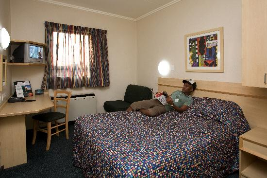 Road Lodge Centurion: Bedroom