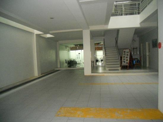 Cinfandel Suites : Parking Area