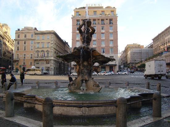 Hotel Cecil: fontana tritone zo'n 300 meter van het hotel