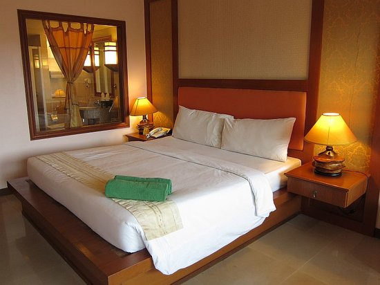 Baumanburi Hotel : Comfy king size bed..
