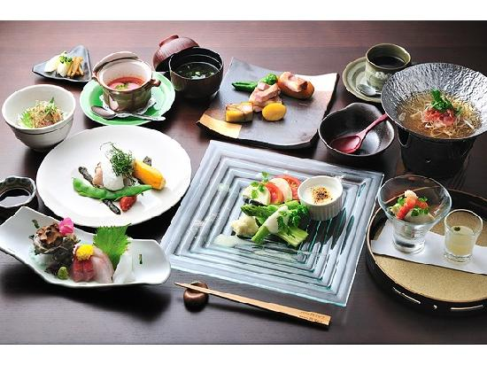 Hanasusuki: その時々の旬の食材を使用した、オリジナル和洋融合の和フレンチ