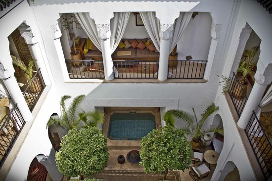 Riad Camilia: courtyard from the roof
