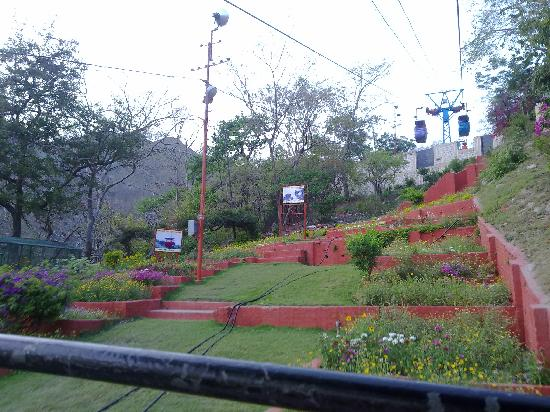 Mansa Devi Temple: Going up hill