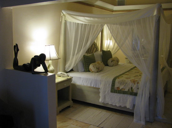 Rendezvous Resort: The bedroom of our sea-side room