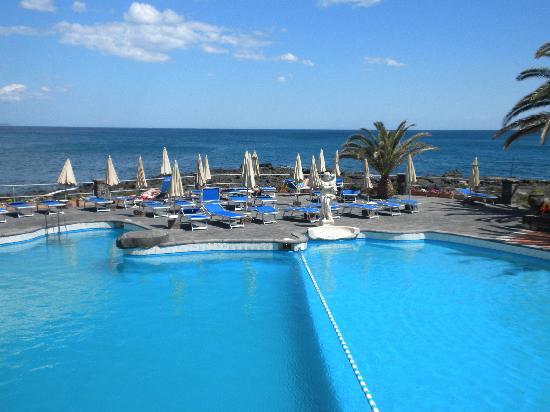 Arathena Rocks Hotel: Sea water pool