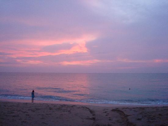 Holiday Inn Resort Phuket Mai Khao Beach: Sunset