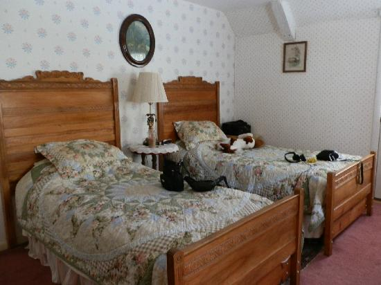Silas Griffith Inn: Edna's Room with two Twin Beds