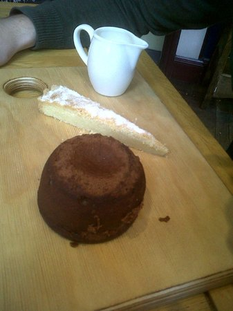 King William: Chocolate Foundant with vanilla shortbread and cream