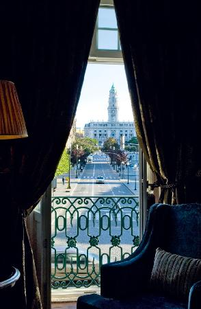 InterContinental Porto - Palacio das Cardosas: Room View to Praça da Liberdade
