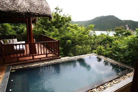 An Lam Ninh Van Bay Villas: Living Room/Plunge Pool in Rock Villa