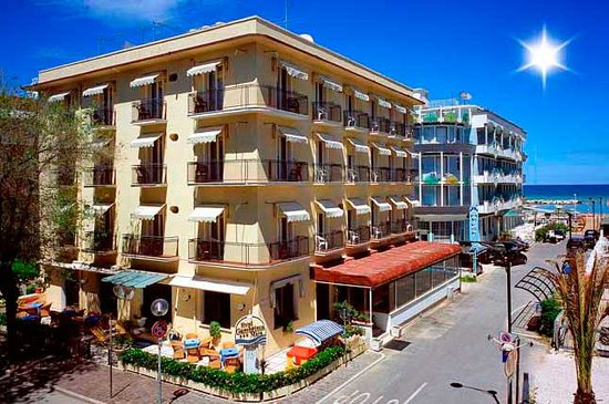 Hotel Gambrinus Mare: enternal view day