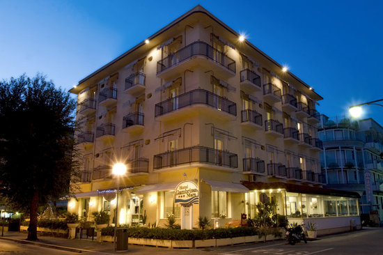 Hotel Gambrinus Mare: external view night