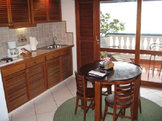 Le Petit Hotel: kitchen