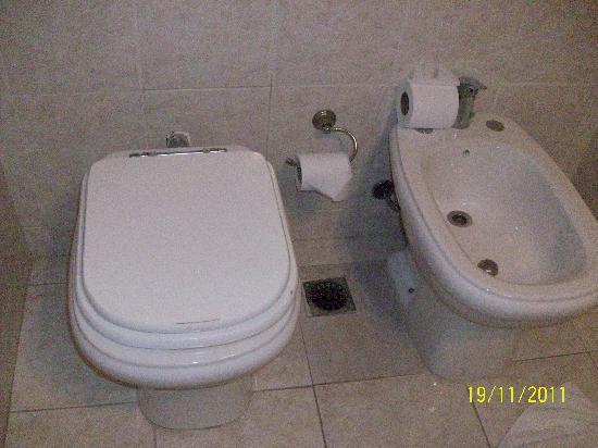 هوتل أكوا: Baño 1