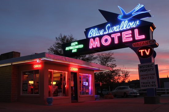 Tucumcari, Nouveau-Mexique : The Blue Swallow at Dawn