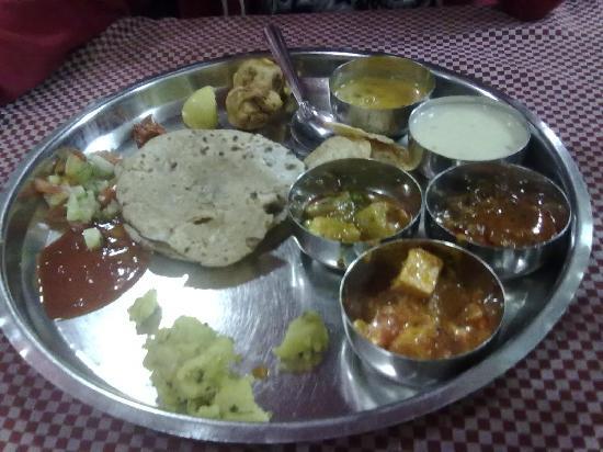 Hotel Radhika Palace: The yummy thali