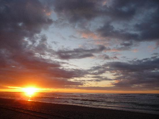 Teichelmann's Bed & Breakfast: gorgeous sunset from hokitika beach