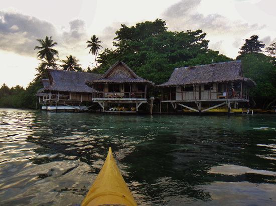 Nusa Island Retreat : view from kayak