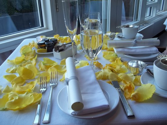 Boston Harbor Hotel: menu and table settings