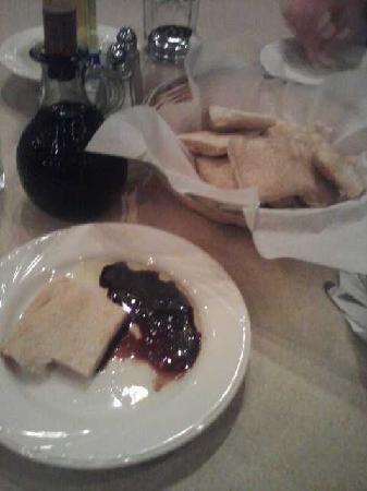 Ruggero's Restaurant: focaccia bread