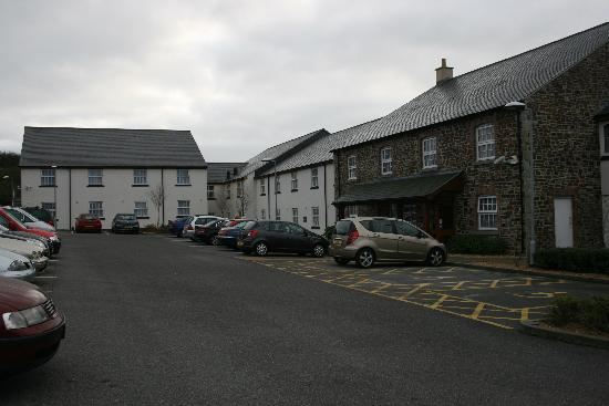 Premier Inn St. Austell Hotel: Hotel and car park
