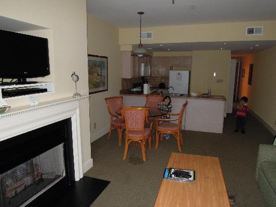 Turtle Cay Resort: view of living room