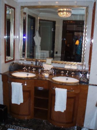 The Ritz-Carlton, Moscow: bathroom1