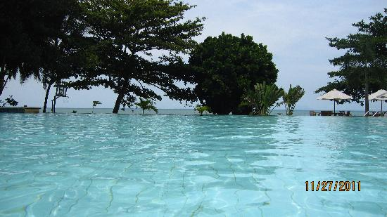 Hawaii Resort Family Suites: Infinity pool