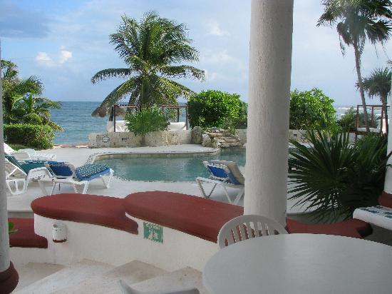 Hotel Akumal Caribe Villas Flamingo: pool and view from the villa