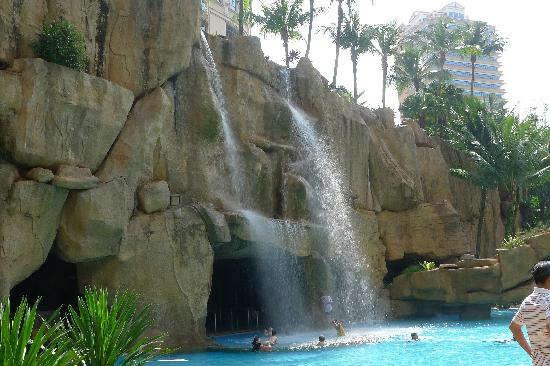 Sunway Resort Hotel & Spa: Beautifully landscaped swimming pool