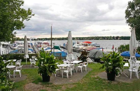 Kellings Schifferstube: Biergarten Blick auf den Dämmeritzsee