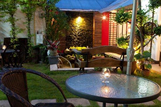 The Bookhouse Coffee Shop & Restaurant: romantic rear garden area