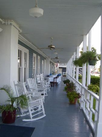 Gibson Inn : The porch is calling you...
