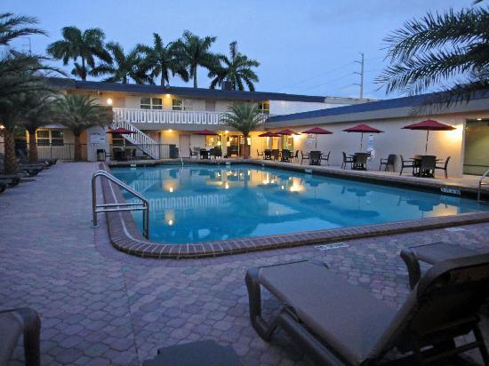 Ramada Miami Springs/Miami International Airport: Der Pool