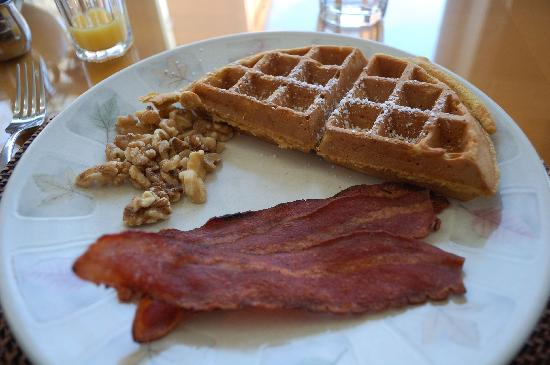 Moondance Ridge Bed & Breakfast: pumpkin waffles