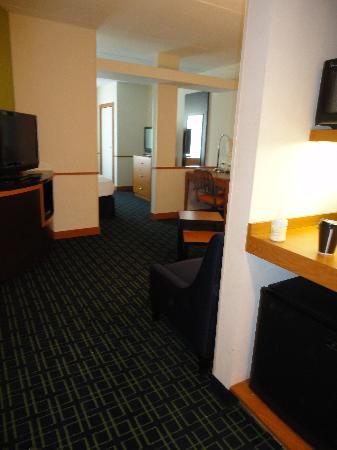 Fairfield Inn & Suites Wilmington/Wrightsville Beach: Room 218 Queen Suite