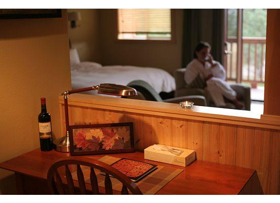Chewuch Inn & Cabins: Enjoying the peace and quiet.. and the fireplace