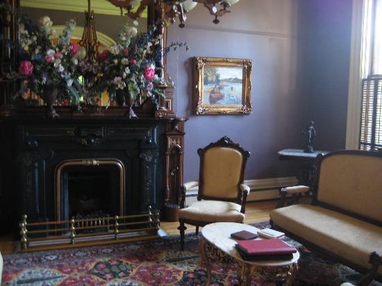 The Mansion of Saratoga: One of the sitting areas