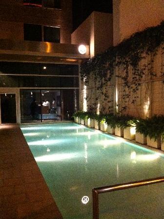 Design Suites Salta: agua en el acceso