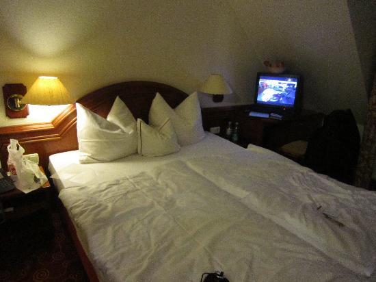 H+ Hotel Nuernberg: Das Doppelbett