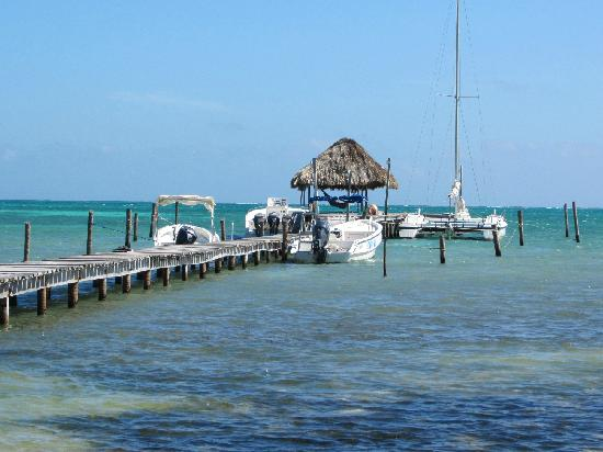 Costa Maya Beach Cabanas: Excellent dock with hammock in front of Costa Maya Cabana