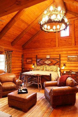 Winvian: Log Cabin Cottage Bedroom