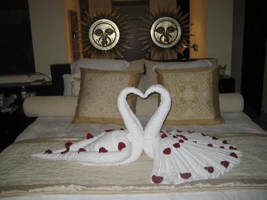 Excellence Playa Mujeres: Daily Bedroom makeovers